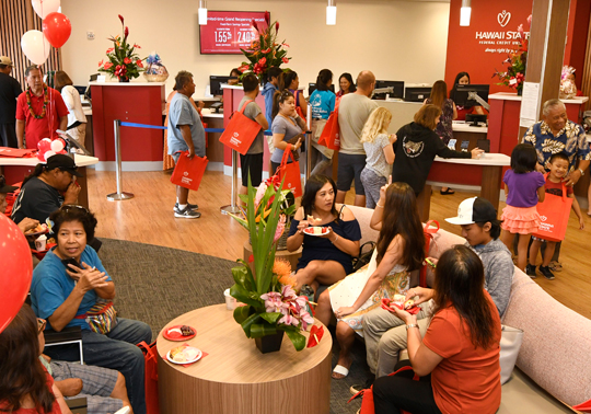 Kahului-Grand-Reopening-Crowd2_540x378